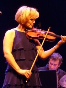 Roxanne de Lafontaine jouant du violon