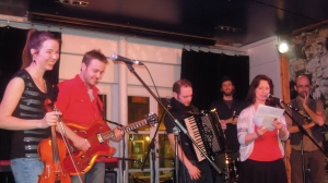 Les musiciens et Dominique Lalande à la promotion