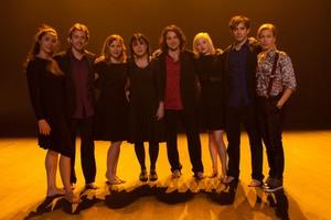 La troupe de chanteurs et danseurs