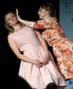 Megan Magisano (Amber) et Alisha Ruiss (Velma)