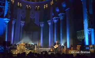Patrick Normand dans le décor enchanteur de la Basilique Sainte-Anne-de-Beaupré