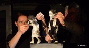 le jeu des marionnettes représentant Jeanne Nadjari et son cousin