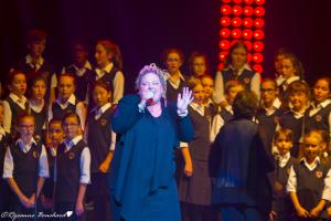 Stéphanie St-Jean et la Maîtrise des petits chanteurs de Québec