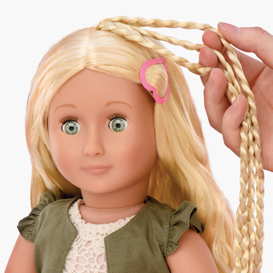 Pia Hairplay Doll with extendable braids