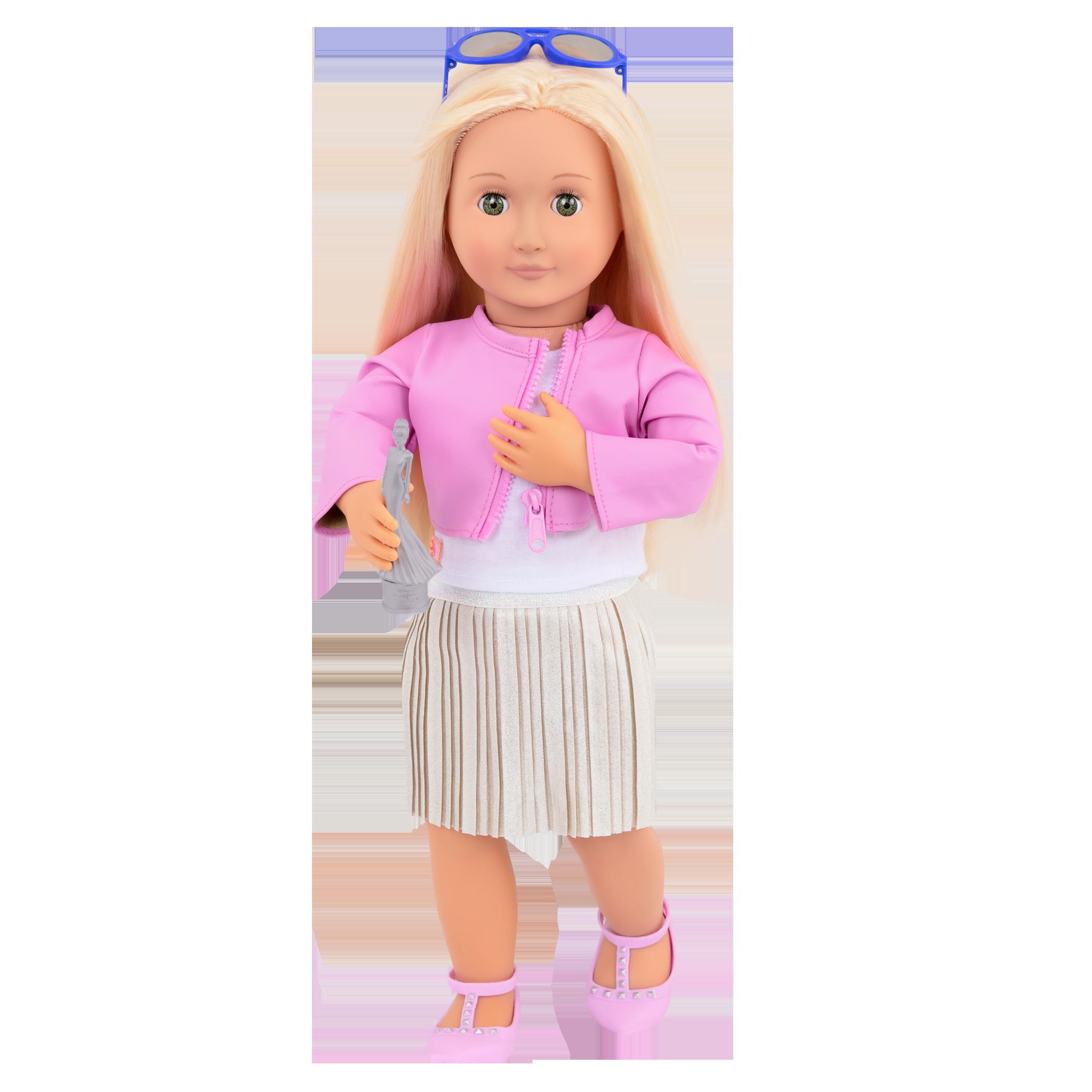 Ginger wearing Winning Wardrobe outfit holding award