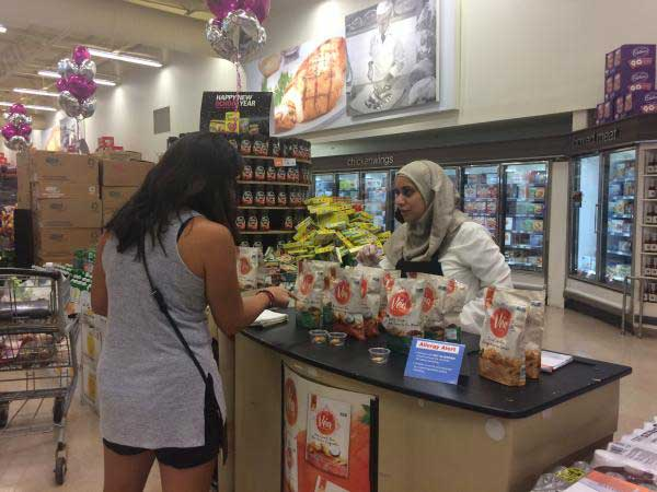 Ola Kassif, a RAISE program client, working in supermarket picture #2