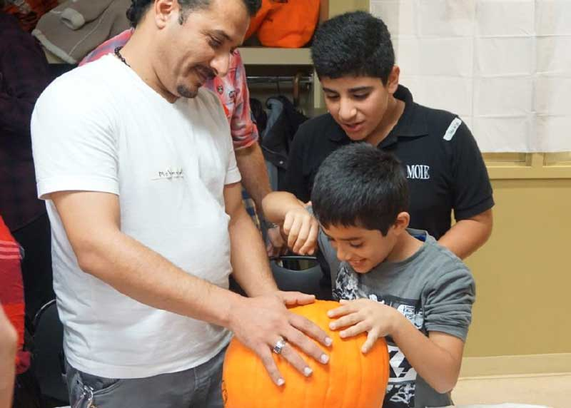 Newcomers carving halloween pumpkins picture #2