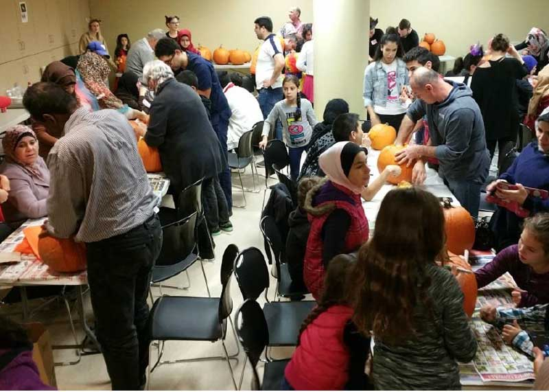 Newcomers carving halloween pumpkins picture #1