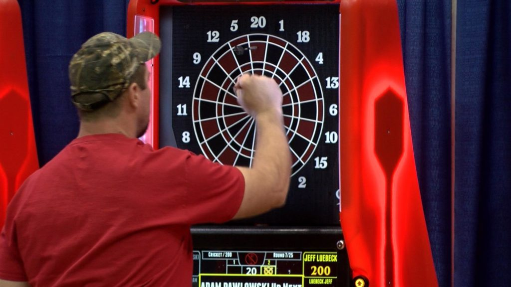Over 11,000 competitors play darts at 35th annual tournament - WXOW