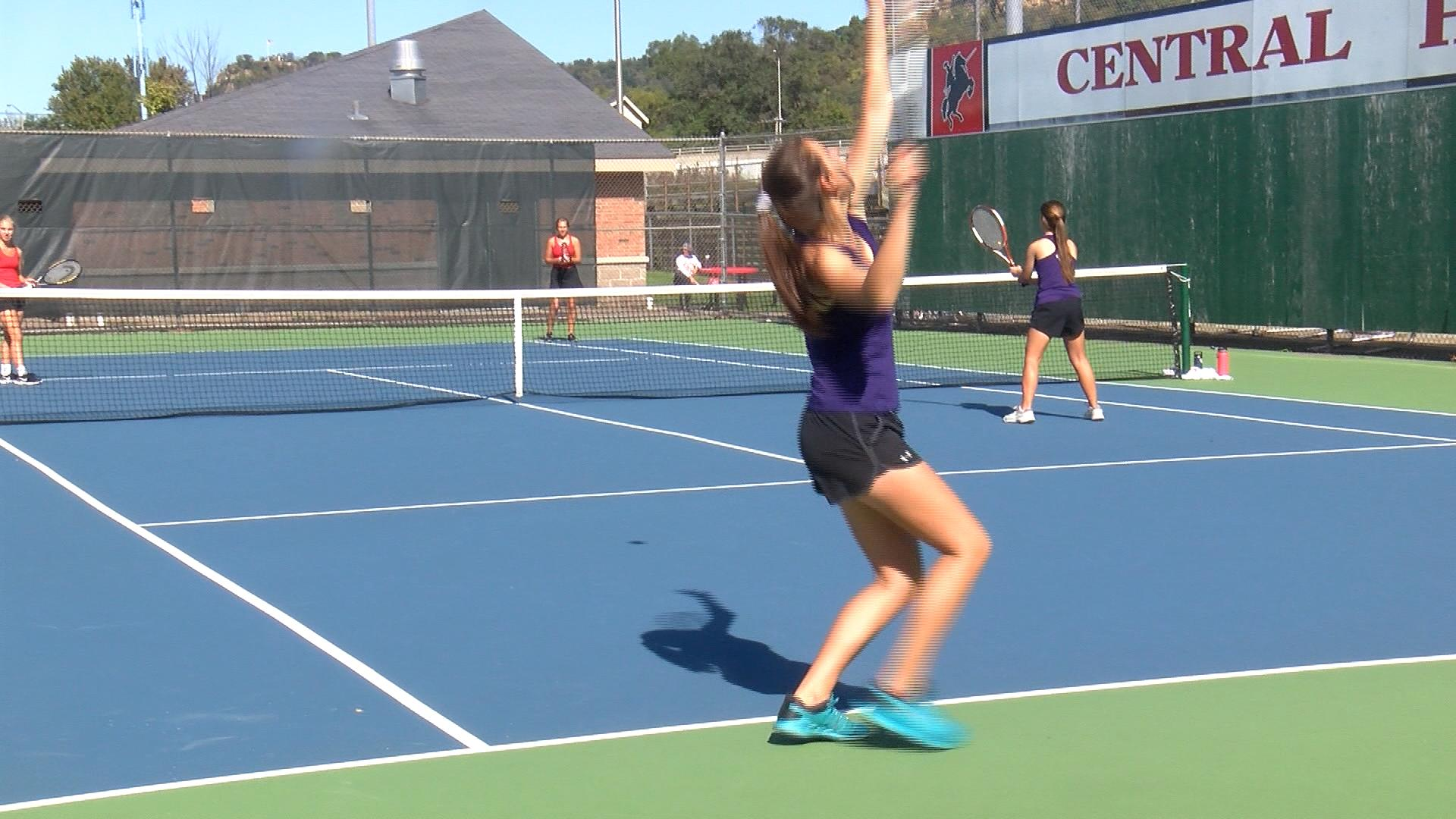 Onalaska tennis has strong showing in sub-sectionals day one
