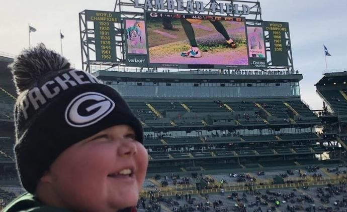 Manitowoc 16-year-old designs Clay Matthews cleats for Muscular Dystrophy