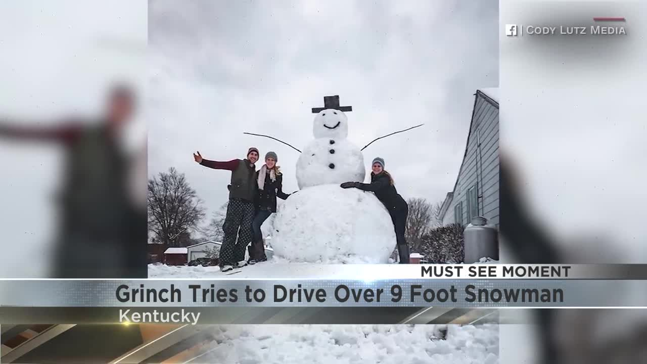 MUST SE: Grinch Tries to Drive Over 9 Foot Snowman