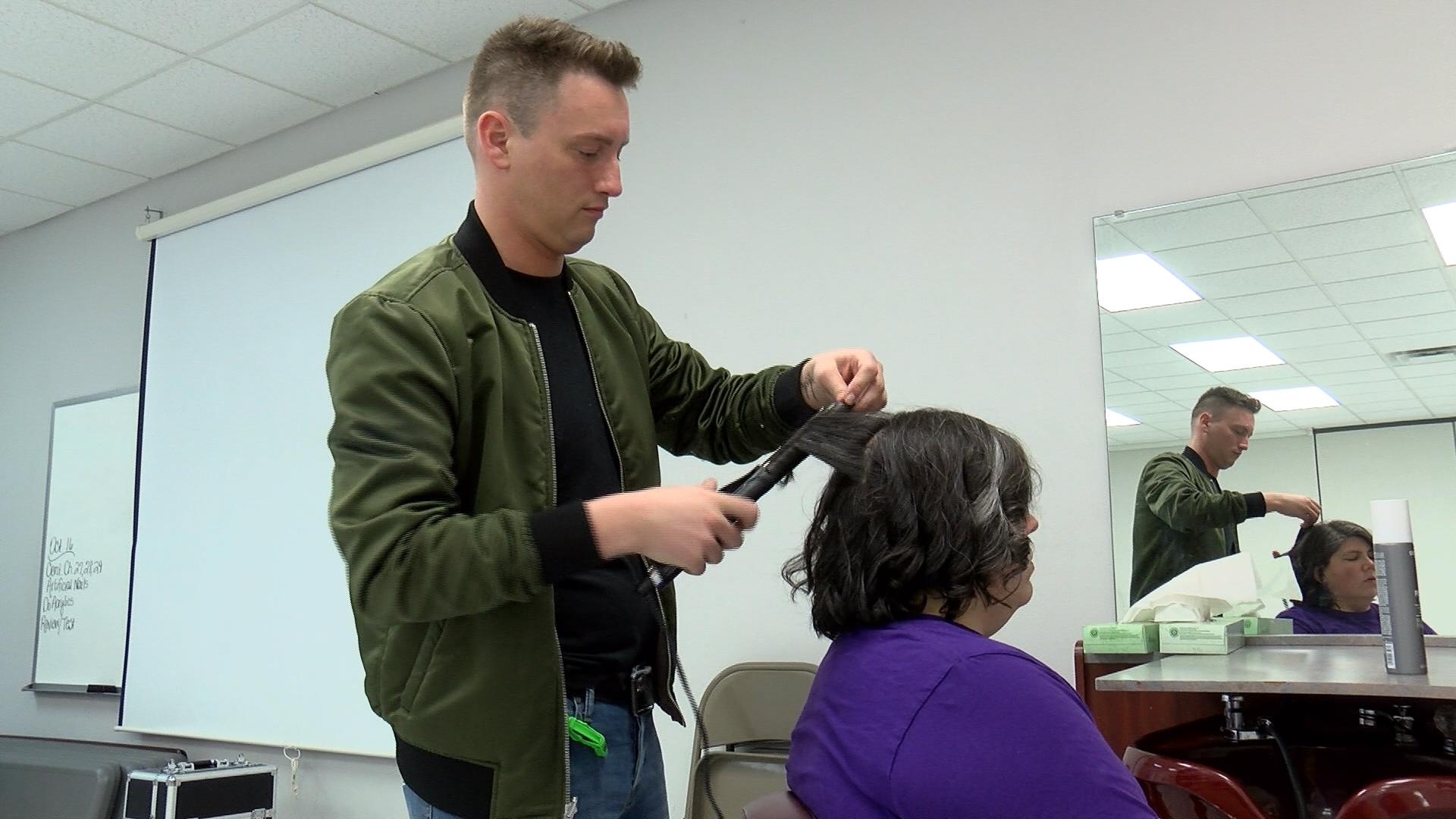 Eau Claire hairstylists offer makeup, hair lessons to transgender community
