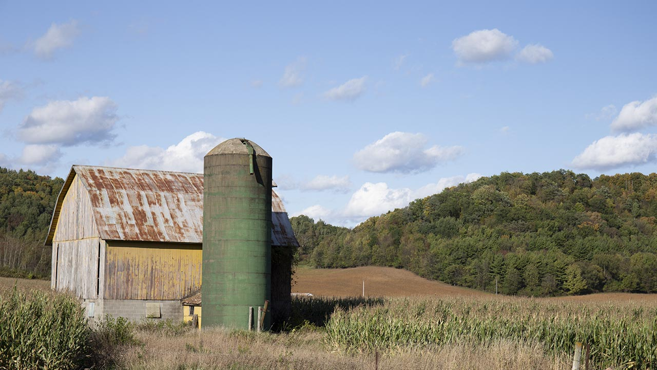 weather-photo-barn-and-farm-field-2