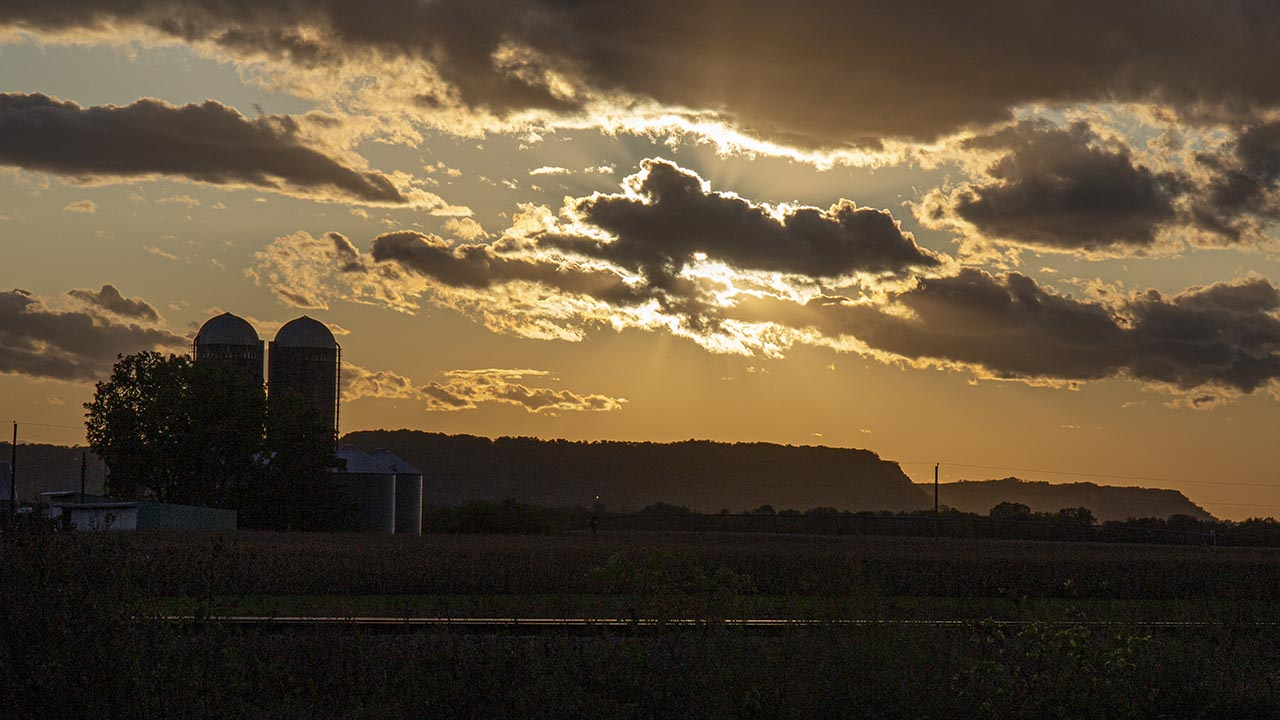 weather-photo-farm-and-sunset
