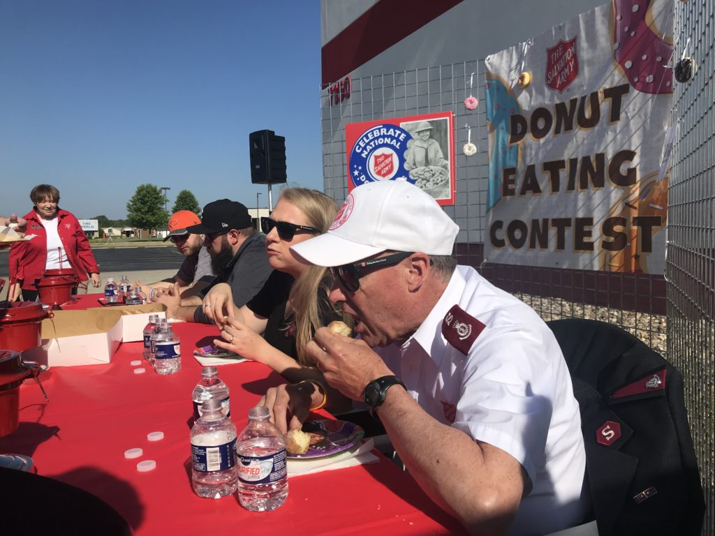 DONUT-EATING-CONTEST