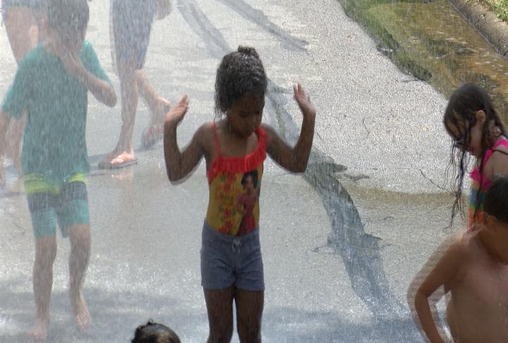 Rockford-area residents try to stay cool as heat wave moves in
