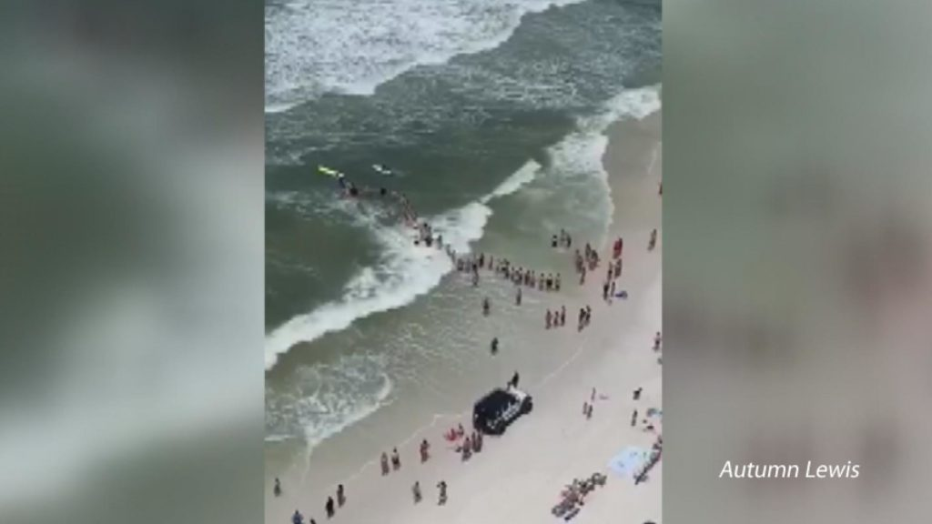 Florida beach-goers form human chain to rescue swimmer