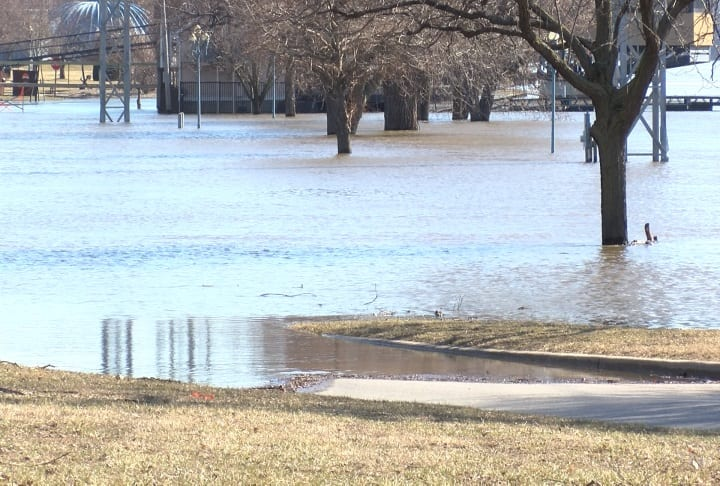 Riverfront residents hope water doesn't continue to rise - WGEM
