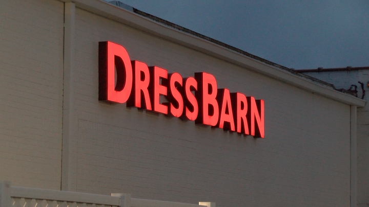 Women S Clothing Chain Dressbarn To Close All Its 650