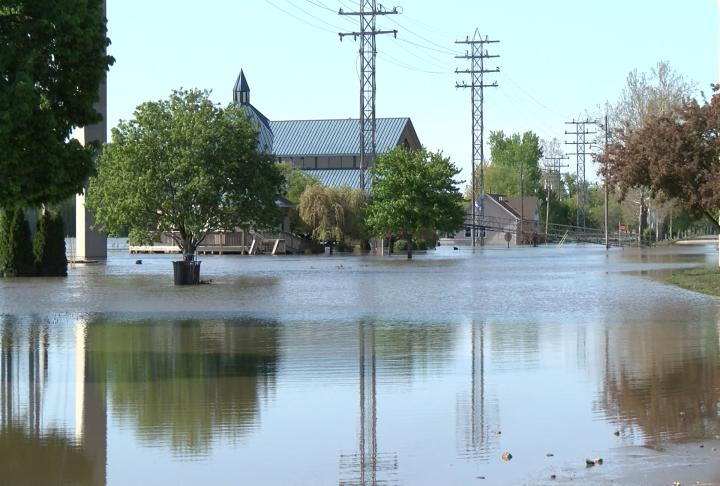 Flooding continues to affect residents along the Mississippi River