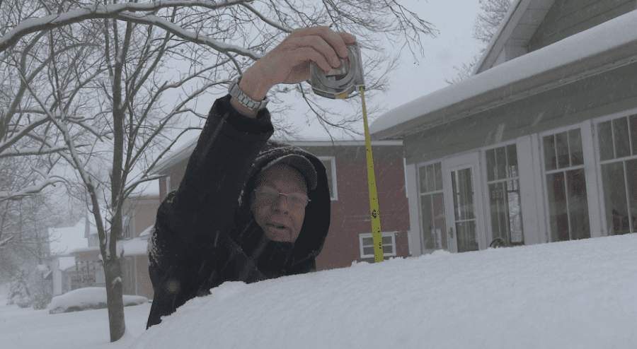 Central Illinois residents deal with heavy snowfall