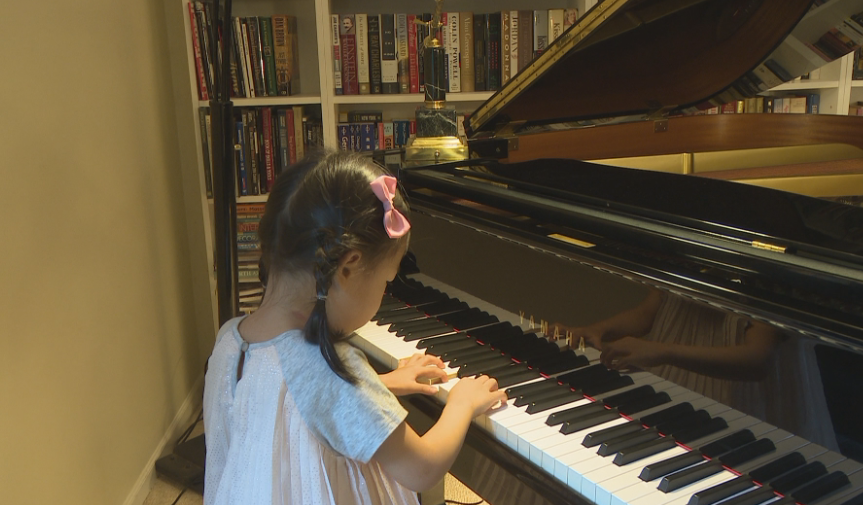 Local 5-year-old pianist is sweeping the title at international