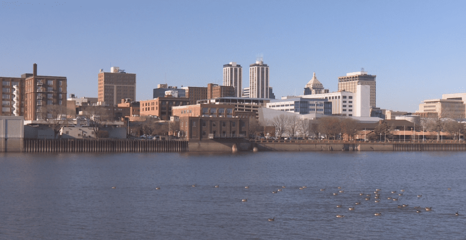 """New report sees some positive signs for Illinois economy, but notes Peoria is having a """"tougher time"""""""