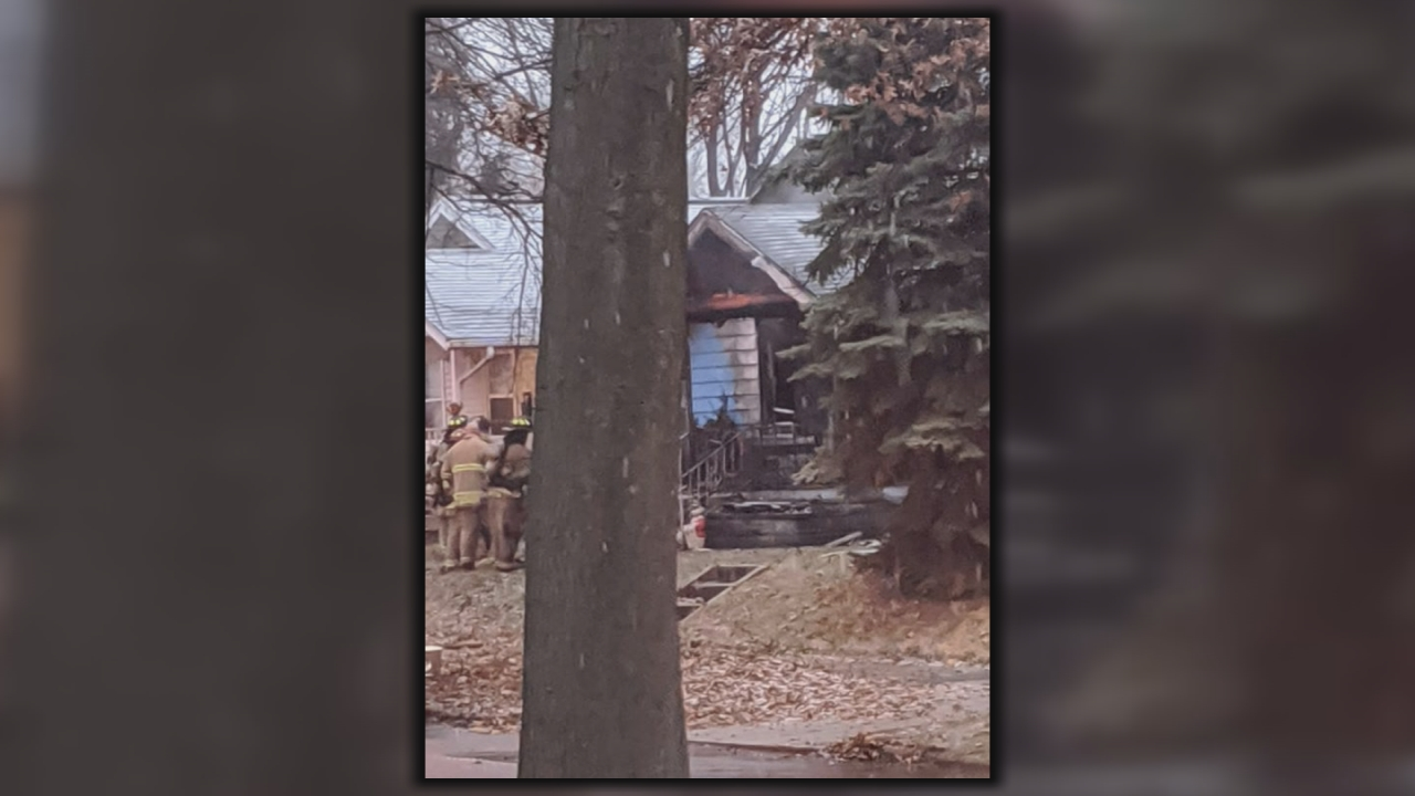 Fort Wayne Firefighters Rescue Pets From House Fire