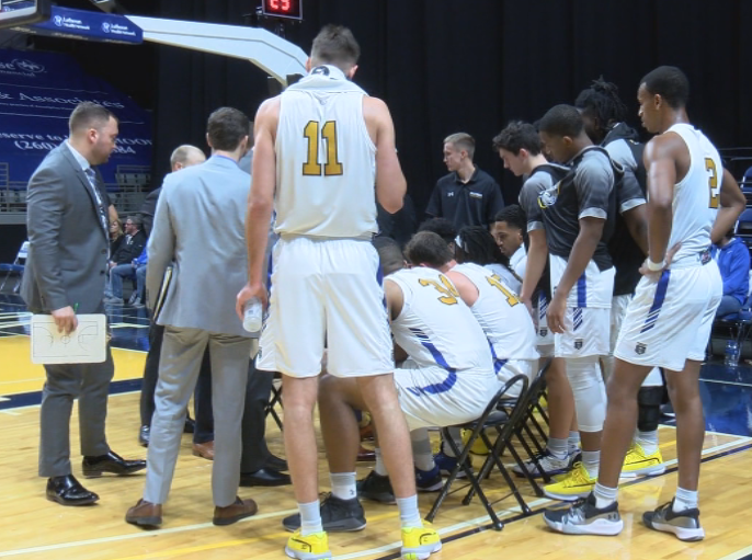 Mastodons fall short in final seconds