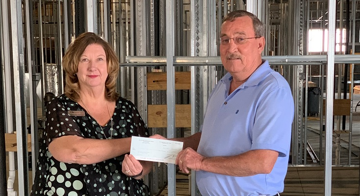 City National Bank makes donation to emergency shelter