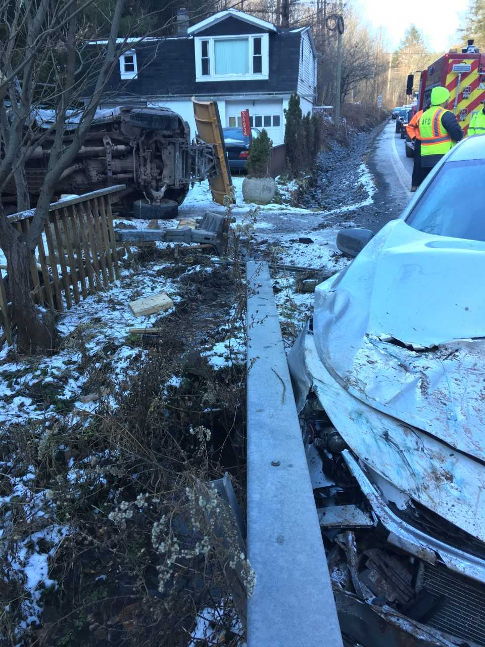 icy road causes car crash in middletown two injured wbng. Black Bedroom Furniture Sets. Home Design Ideas