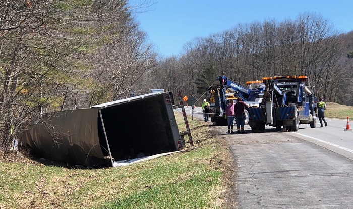 Tractor-trailer crash closes lane on I-88 westbound - WBNG