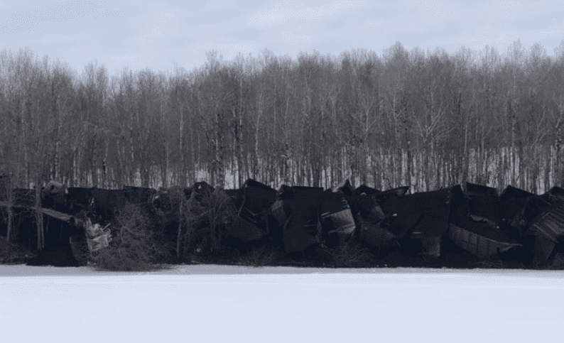 Coal train derails near Cloquet, 40 railroad cars overturn