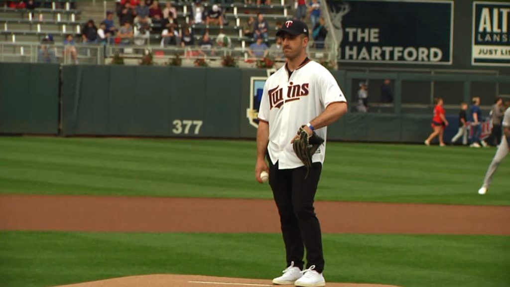 UMD men's hockey honored by the Twins, Hunter Shepard threw out the 1st pitch