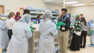 Minnesota high schoolers get first hand experience at Mayo Clinic