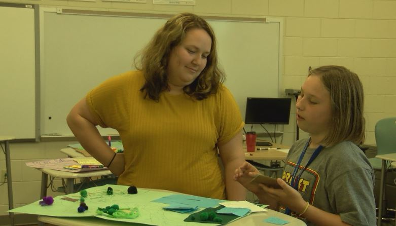 Students develop appreciation for environment through extracurricular program