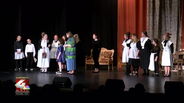 Stage Players Penguin Project present Annie Jr.