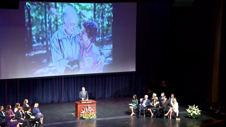 Memorial service pays tribute to Bart Starr