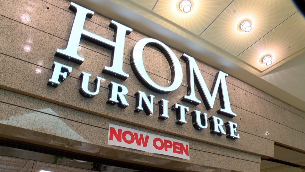 New Wausau Center Mall store hosts a soft-opening - WAOW