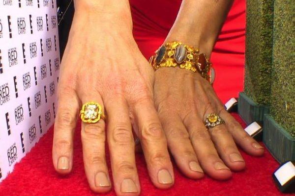 14 01 goldenglobe nail1