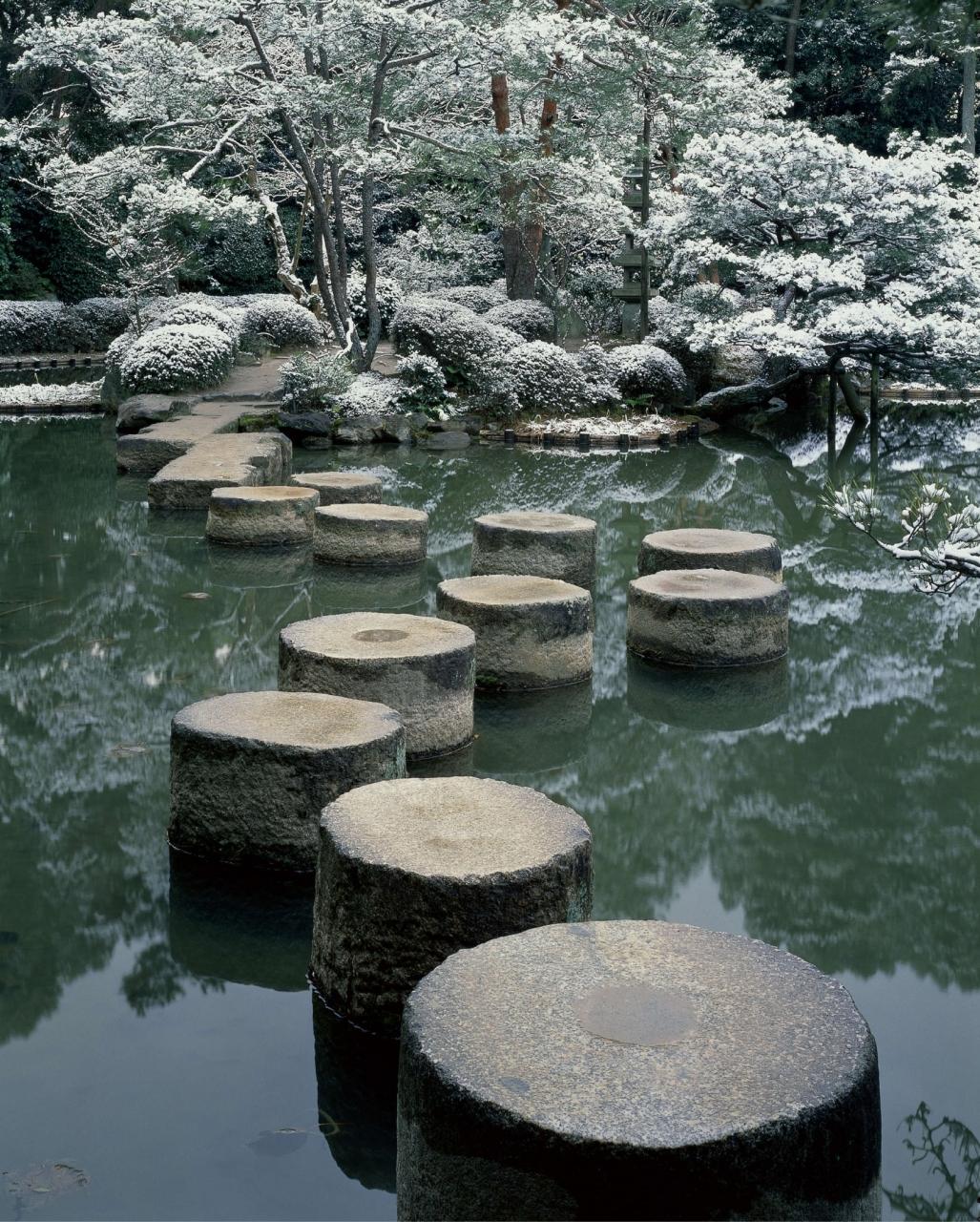 Katsuhiko Mizuno, Winter at Heian Jingu Shrine, 2006