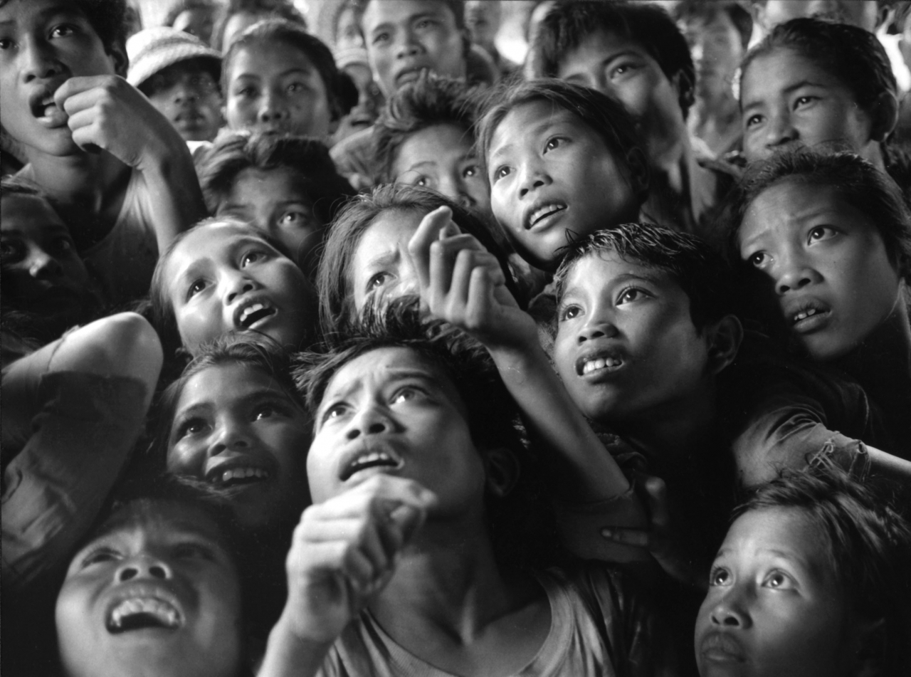Ken Heyman, Children in Bali who had never seen photographs before, recognizing family members, 1974