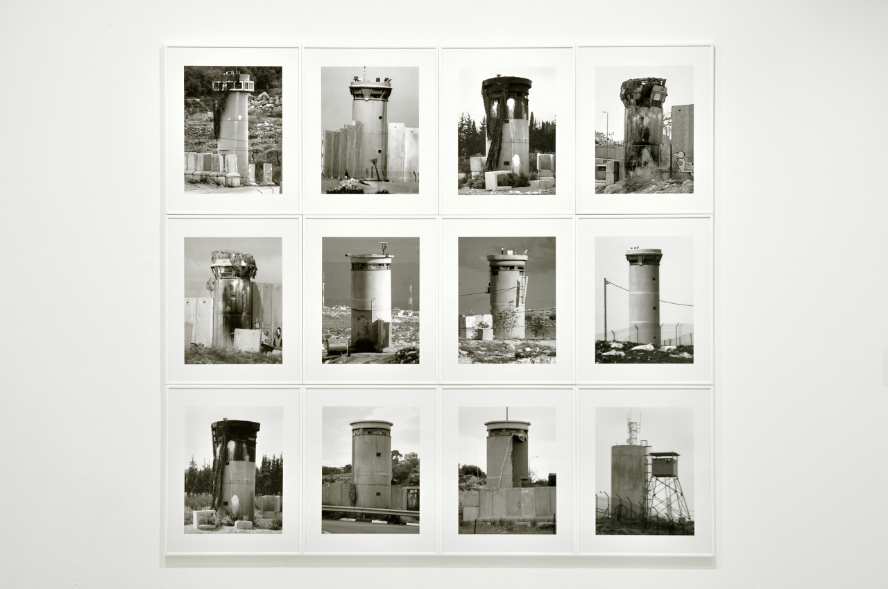 Taysir Batniji, Watchtowers, Installation view, 2008. Courtesy the artist and Galerie Sfeir-Semler (Hamburg/Beirut).