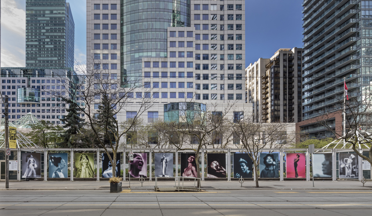 Carrie Mae Weems, Slow Fade to Black, 2010., Public Installation at Metro Hall, King St. W. at John St., Toronto, April 23–June 4, 2019. Photo: Toni Hafkenscheid. Courtesy Scotiabank CONTACT Photography Festival, the artist, and Jack Shainman Gallery, New York, NY.