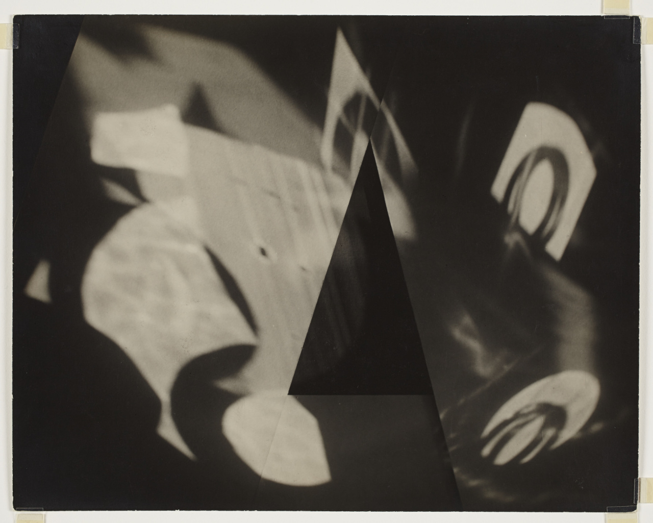 Jaromir Funke, Abstraction, 1925-1930. Gelatin silver print, Sheet: 23.1 × 29.2 cm. Malcolmson Collection. Gift of Harry and Ann Malcolmson in partnership with a private donor, 2014. © Art Gallery of Ontario 2014/550. AGO.114541