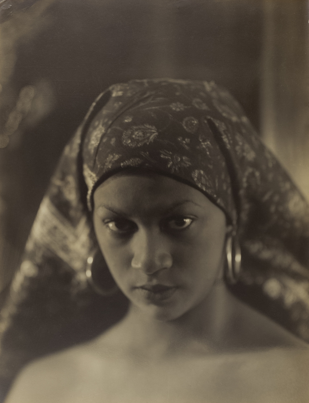 Violet Keene Perinchief, African Appeal, around 1935. Gelatin silver print, Overall (sheet): 64.45 x 50.80 cm. Courtesy Stephen Bulger Gallery © The Estate of Violet Keene Perinchief/ Stephen Bulger Gallery.