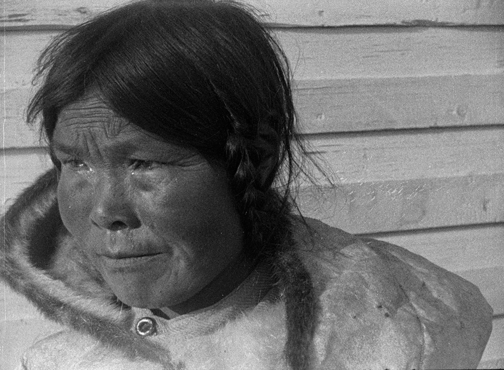 NFB Archives, Arctic Expedition, 1923. Film still from Jeff Barnaby's Etlinisigu'niet (Bleed Down), from the series Souvenir, 2015. © National Film Board of Canada.