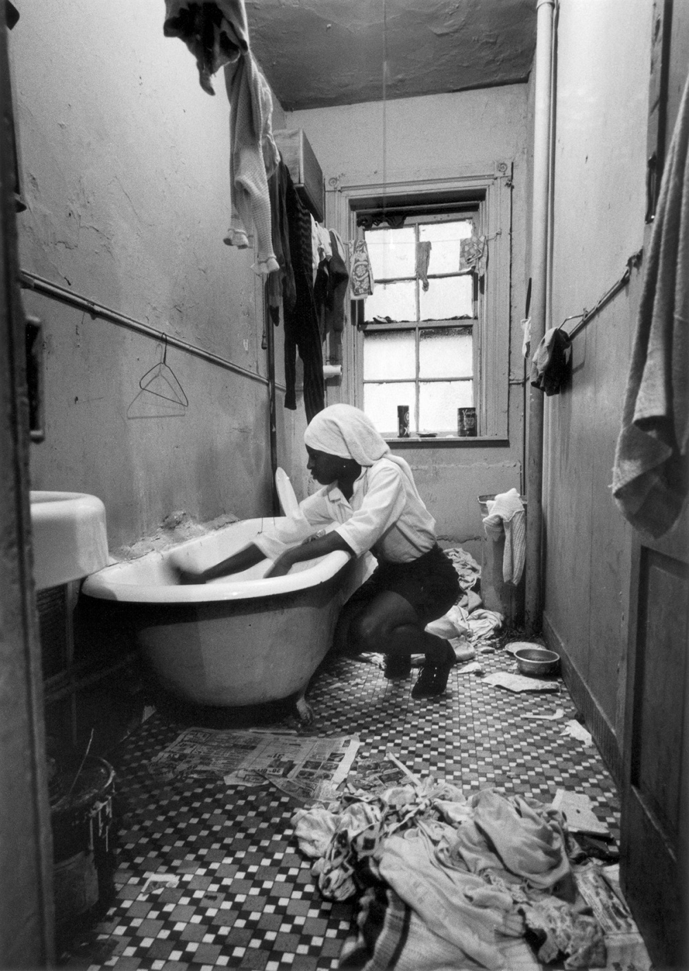 Gordon Parks, Rosie Fontenelle Cleans the Bathtub, New York, 1967. Gelatin silver print, 35.6 x 27.9cm. Courtesy of the Gordon Parks Foundation and Nicholas Metivier Gallery. © the Parks Foundation.