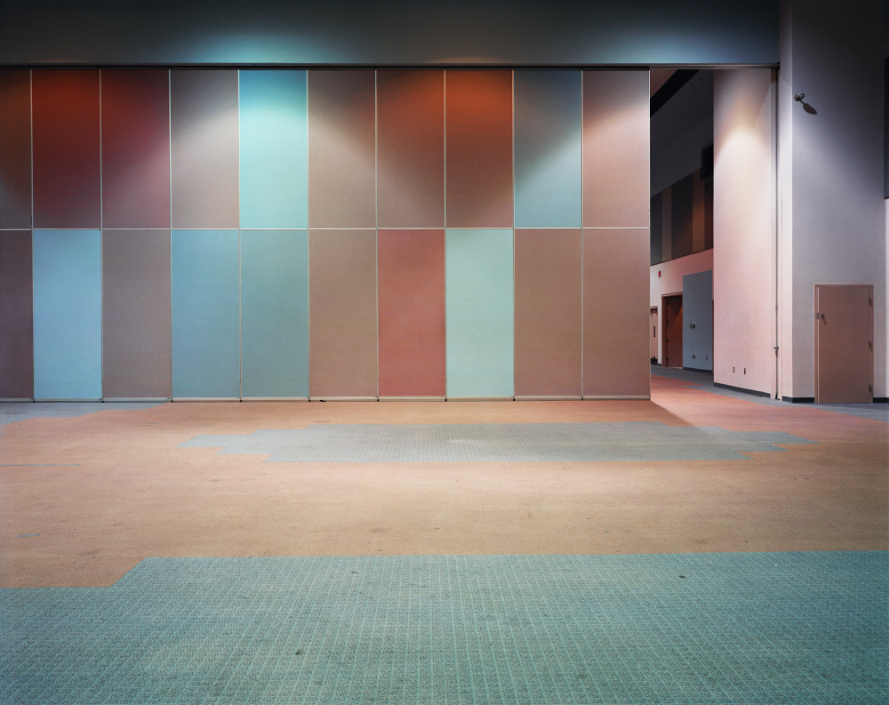 Lynne Cohen, Hall, 1999 Courtesy the artist and Olga Korper Gallery, Toronto